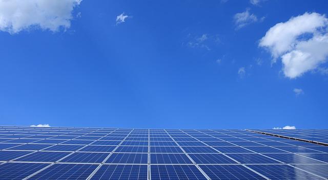 La inversión en renovables debe duplicarse